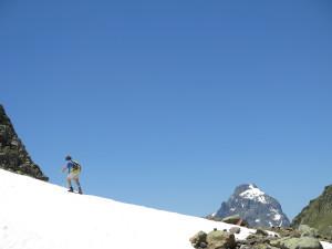 Au dessus du Lac d'Arrius, nous admirons au loin la voie normale du Pic du Midi d'Ossau
