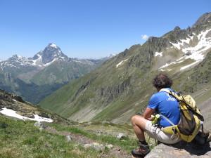 A loin le Pic du Midi d'Ossau 2885m et de Peyreget